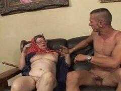 La abuela obtiene el mejor orgasmo de sus 70 años
