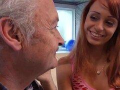 Porno casting para un aficionado viejo hombre follando joven caliente Erica Fontes