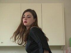 Peludas chicas morenas australiano lamen pubis en la cocina, seductoras lesbianas amateurs con coños peludos, Holly y Dion, lamer y el dedo unos a otros en el orgasming cocina fuerte