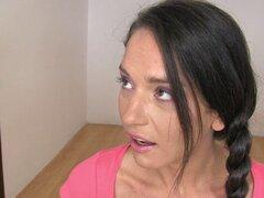 Morena flaca pegado por su médico. Flaca morena Nataly Gold obtiene amordazada, atada y follada muy duro por el doctor cachondo.