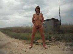 esposa madura masturbación pública, video Amateur al aire libre con una esposa madura masturbandose para un extranjero. Ver más madura masturbación pública de esposa