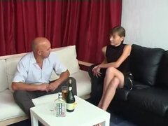 Trabajo entrevista casting joven ingenua flaca rusa 18yo teen y d madura vieja