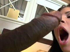 Rebeca Linares es follada por dick negro grande