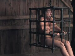 Brina James es una chica caliente que quiere ser violada en un juego BDSM - Brina James