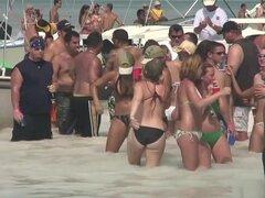 Pornstar caliente en sexo en grupo exótico al aire libre porn video, que quizás tengas que hacer una pausa en este video para poder ver todas las chicas naughty college, que están caminando en una playa pública, vistiendo sólo sus bragas de bikini mientra