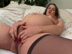 Milf morena embarazada golpes y consigue jodido profundo y duro