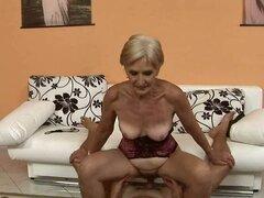 la abuela le gusta follar