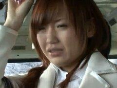 En un tren público un modelo japones AV se la follan por detrás