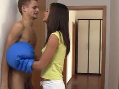 Hot teen Little Caprice folla y traga