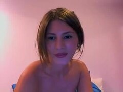 desnudez de tetas grandes, en esta cinta de sexo amateur que mi novia Lidia pone un show real frente a la webcam. Ella es consciente de sus cualidades para que ella burla de me en línea mostrando en la web sus pechos grandes y hermosos.