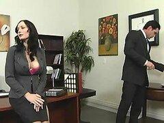 Preciosa putita es una secretaria la cual ama obtener sus tetas grandes folladas por su jefe en la oficina