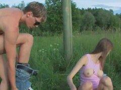 Anales brutales adolescentes al aire libre copular