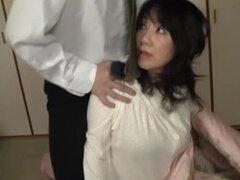 Milf japonesa obtiene jodido estilo perro en posición de misionero