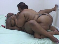 Gordas ebony lesbiana de coño licking