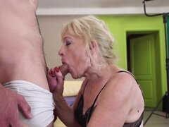 Abuela chupar y follar joven