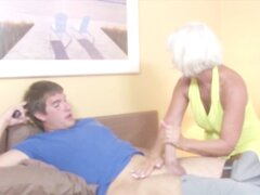 Abuela madura tirando dick para lucky guy