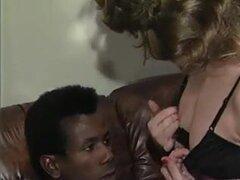 Dos maduras comparten GRAN amante negro, Tremendas maduras desesperadas por el negro.