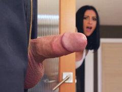 Audrey Bitoni cogió su BF con su pene hacia fuera - Audrey Bitoni