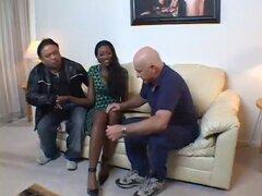 Sexy negro esposa consigue atornillada en frente del marido