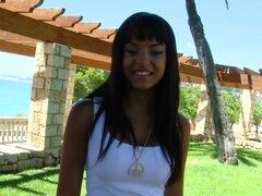Sasha Jones en Sexy chica española follada por el camino, esta es una de las chicas más guapas que he visto en mucho tiempo. Sus ojos son joyas alargadas y su alegría para follar en público es inmensa. Chupó mi pene realmente muy bien y machacaron snatch