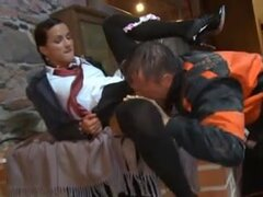 Escuela para menores damas parte 1, morena pelo edad adolescente recibe dio una lección de sexo anal en esta escena de pelicula porno hardcore.