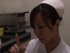 Curvy culo enfermera asiática severa colisión con una polla enorme