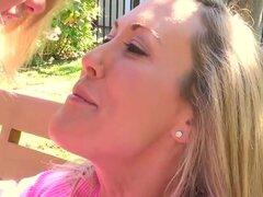 Brandi Love Mia Malkova no puede sentarse y charlar tranquilamente. Sus emociones están abrumando sus cabezas y coños, así que ahora no tienen nada que hacer sino comprometerse en sexo lésbico fructuoso.
