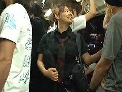 Putita jovencita punk es molestada y luego follada fuerte en un transporte publico