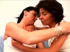 HardcoreMatures Video: Agnes y Marsha, nada nos preparó con esta escena de lesbianas caliente con dos chicas más sexy en sus primer años en él frente a la cámara. Escandalosamente esta caliente escena lesbiana características caliente mujeres mayores Agne