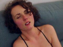 Amateur lesbianas chicas obtener su slim coños lamió y perforado. La directora femenina lucie blush disfruta lamiendo coño y porno casero poco convencional con sus amigos