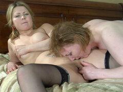 KissMatures película: Viola, Viola D y Megan y Megan salir de siesta para algunas mujeres maduras para sexy obsceno follando y la acción tienen estos amantes de dos lesbianas maduras y sexy para el gran momento. Aman sus toques y smooches sensuales y por