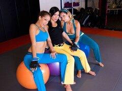 Chica lucha!, ¿hasta? Decidimos tomar esta semanas Power Munch actualizar al ring. En línea de hoy conseguimos Alyssa Reece, Nikki Brooks y Rita Marie. Estas tres diosas lesbianas son jodidamente increíbles desde allí asnos hermosa tetas naturales allí. V