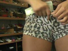 Chica sexy se la follan por dinero y quiere más