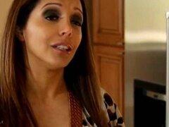Francesca seduce a vecina teen Staci