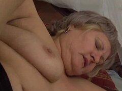 Abuela gordita le encanta...