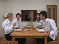 Misuzu Shiratori en madre de mi amigo. Misuzu Shiratori juega un ama de casa super cachonda en este video y ella tiene una fantasía en uno de los compañeros de tímido de su hijo. Un día, ella va a casa de compañeros de clase de su hijo, coquetea y ofrecer