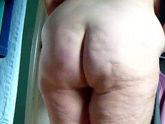 Big Butt ama de casa s culo gordo zangolotean expuesto 4, sin embargo, más imágenes de esta madura ama de casa grasa-assed exponiendo su culo lleno de celulitis con curvas con un montón de acción replay jiggle y tirando hacia abajo de sus pantalones.