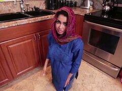 ADA Sánchez obtiene follada en la cocina. Asiática tetona teen Ada Sanchez consigue apenas follar en la cocina
