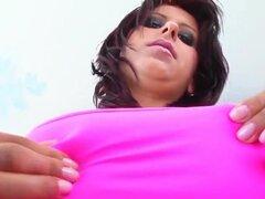 Valentina es una recién llegada sexy con un conjunto grande de pechos naturales. . Valentina es una recién llegada sexy con un conjunto grande de pechos naturales. Su coño obtiene golpeó duro y una carga masiva de esperma está extendida por todo ese estan