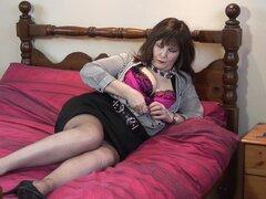 Buxom madura amateur británica BBW Granny Morgan B. tiras en tacones-Morgan B.