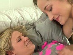Lesbianas peludas reales en pareja lleva bellychain