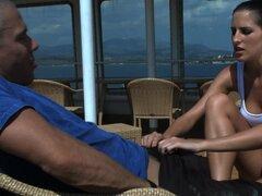 Tetona ama de Kortney Kane follando al aire libre y el uso de sus pies - Kortney Kane