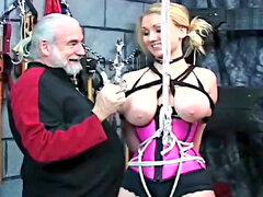 Angel con culo gordo y tetas grandes le gusta diversión de sexo fetiche