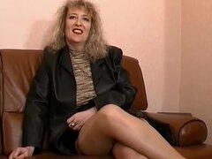 Cachonda madura vintage pareja francesa casting de un video porno, el casting de una película porno Franco vintage. Cuenta con una pareja caliente que disfruta del sexo. La señora tenía un cuerpo grueso y tetas grandes.
