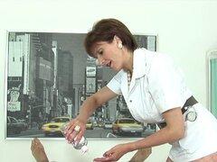 Hacer trampa milf inglés señora sonia revela sus productos naturales de gran tamaño. Gill tetona esposa bisexual ellis juega con sus melones gigantes y agrada estrecha chochos en ropa interior