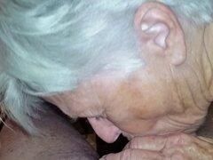 Abuela chupando polla