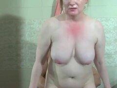 madrastra rusa follada en el baño