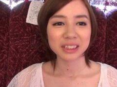 Extraño entra en el autobús a follar a la chica japonesa caliente - Aimi Yoshikawa