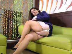 Abuela Latina Rosaly se masturba