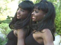 Negro chicas cuidar una furiosa erección después de una sesión al aire libre - Mocha, Chocolate